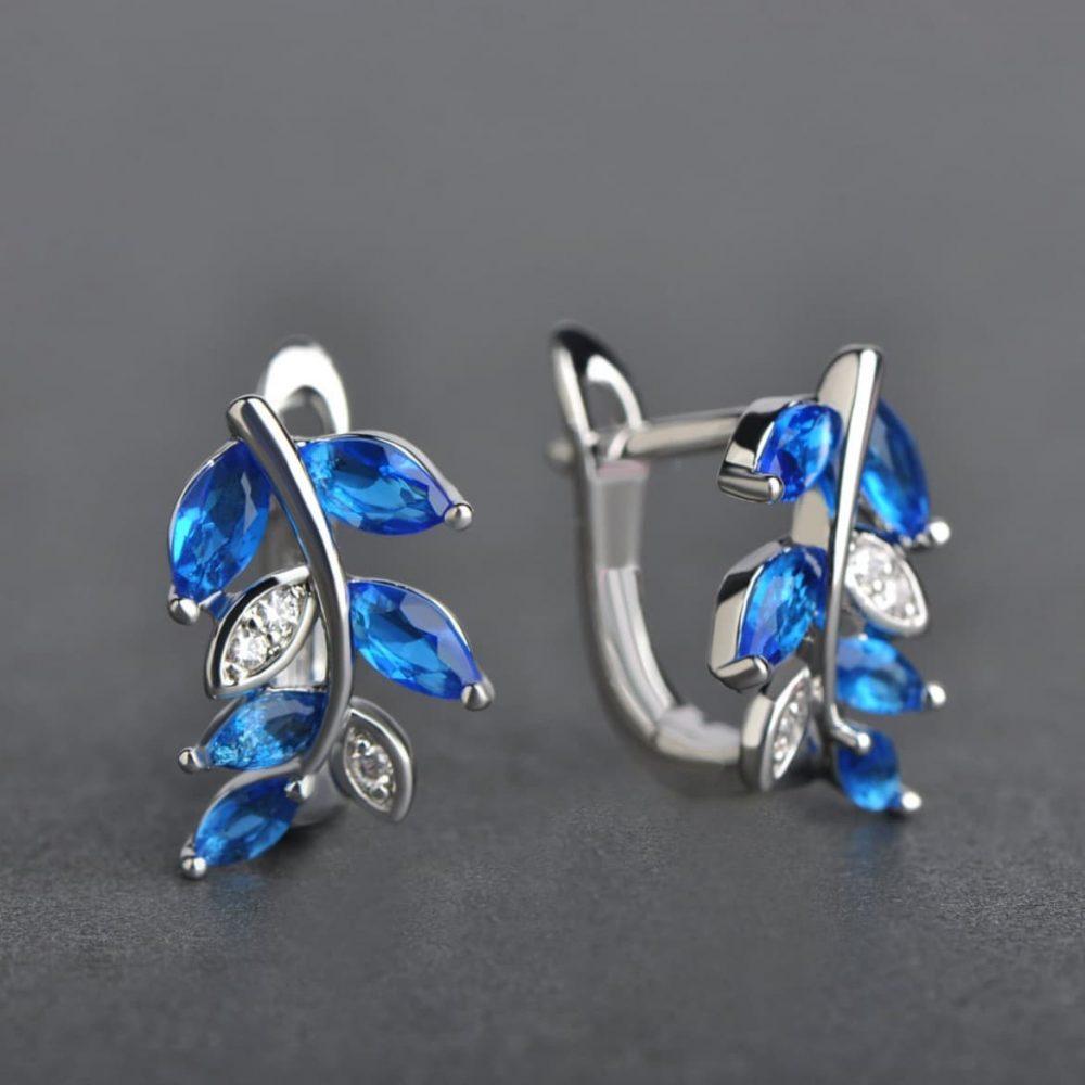 Какой цвет камней подойдёт к голубым глазам? Светло-голубой и синий, бирюзовый – вот цвета, которые подчеркнут глубину ваших глаз.