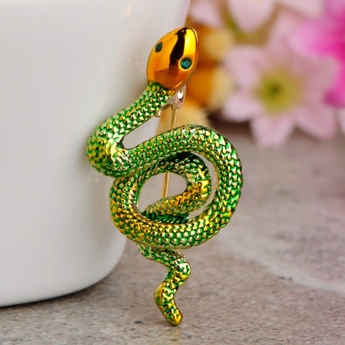 Образ змеи в бижутерии