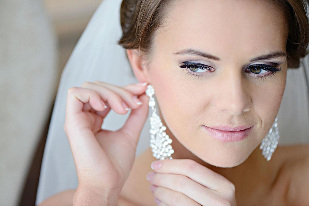 Серьги для невесты: создание классического свадебного образа