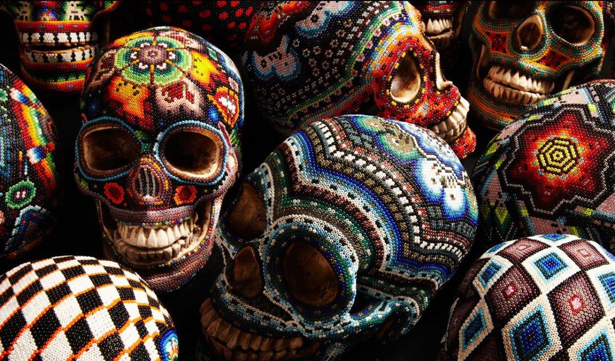 Смертельно красиво: украшения в виде черепа