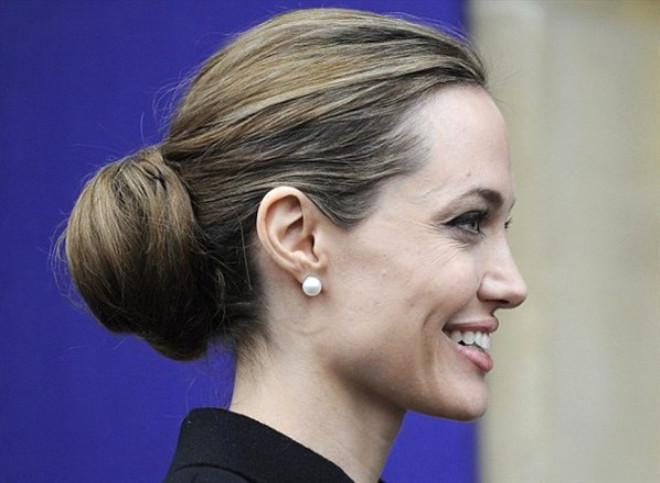 Немеркнущая классика: жемчужные серьги - гвоздики - Анджелина Джоли