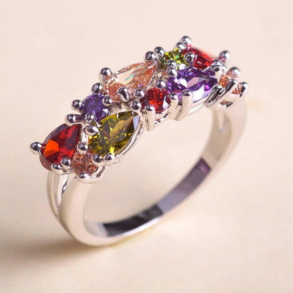 Украшения с разноцветными камнями