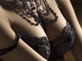 Какие украшения мужчины считают самыми сексуальными?