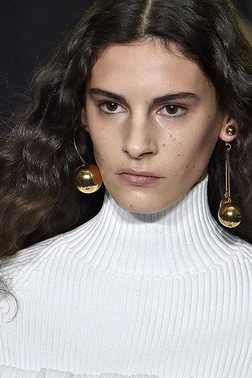 Минималистичный металл - универсальные украшения - Carolina Herrera