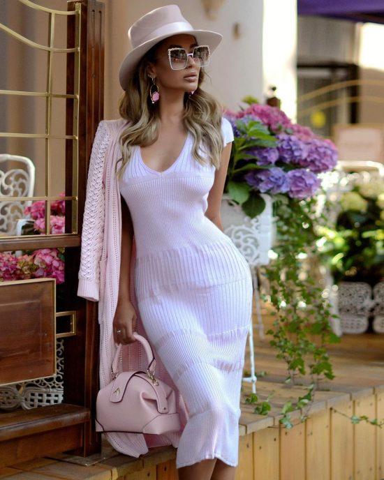 Фасоны трикотажных платьев этого сезона и украшения к ним