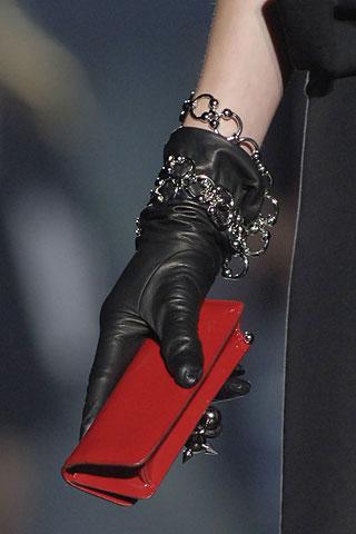 Bracelets on the outside: как носить браслеты осенью