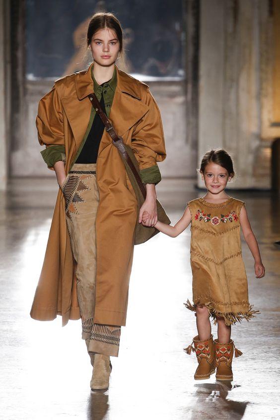 Double dressing Мама и дочка от Alberta Ferretti