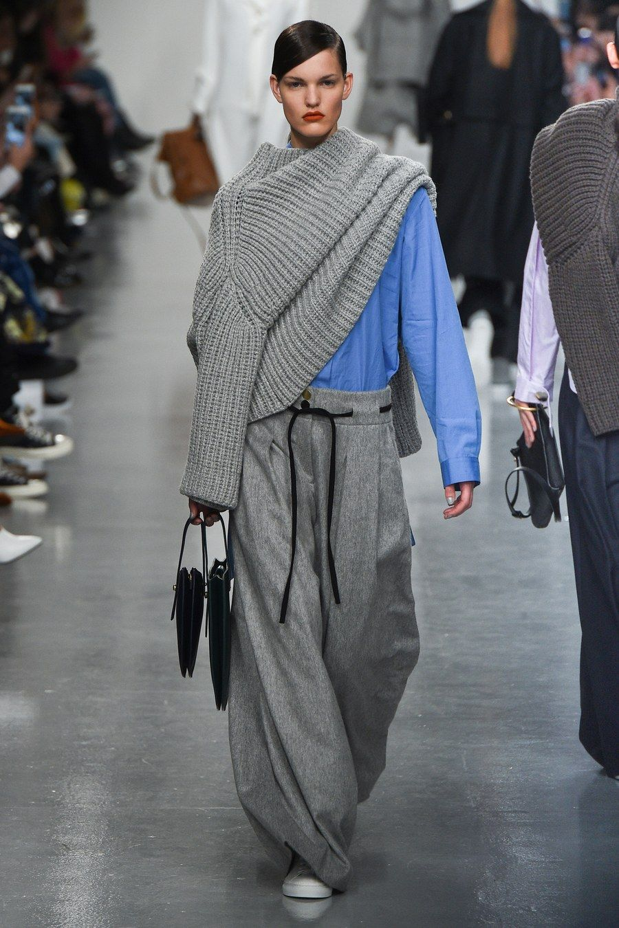 Как носить свитер: ломаем стереотипы