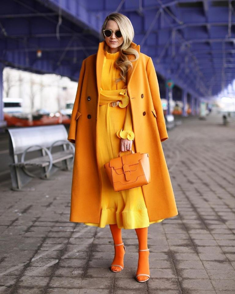 Как выбрать цветную сумку к повседневному образу. Оранжевые сумки