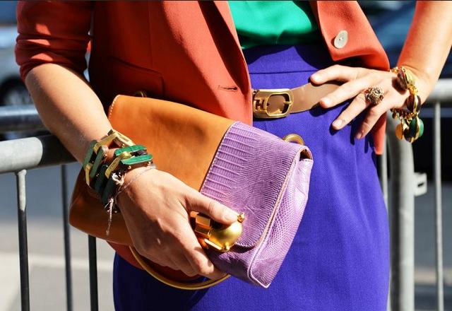 Как выбрать цветную сумку к повседневному образу. Сумки колор блок