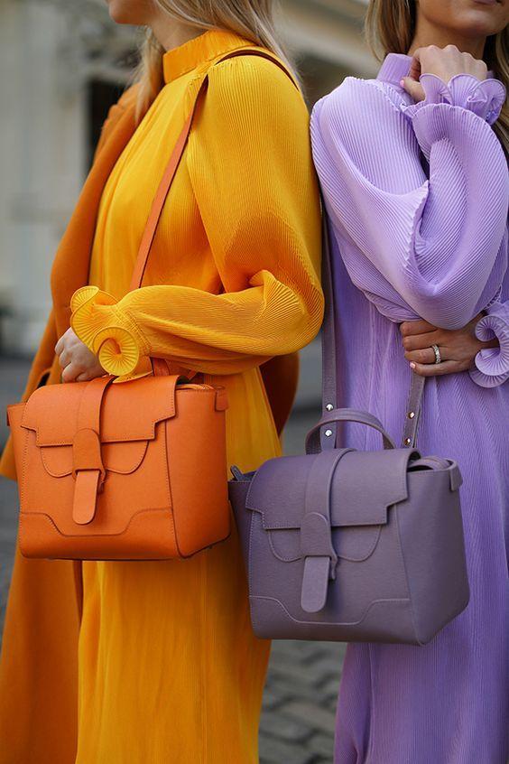 Как выбрать цветную сумку к повседневному образу