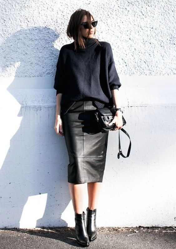 Чёрный свитер и чёрная юбка