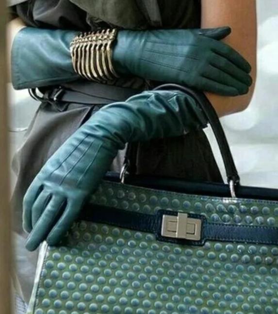 Сумка в тон перчаток