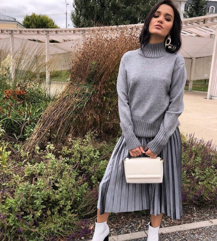 Тренд сезона 20-21 серый свитер