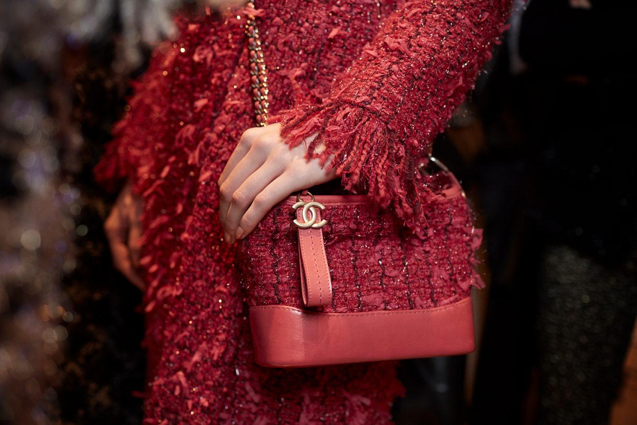 Сумочка от Chanel, которая повторяет основную деталь костюма