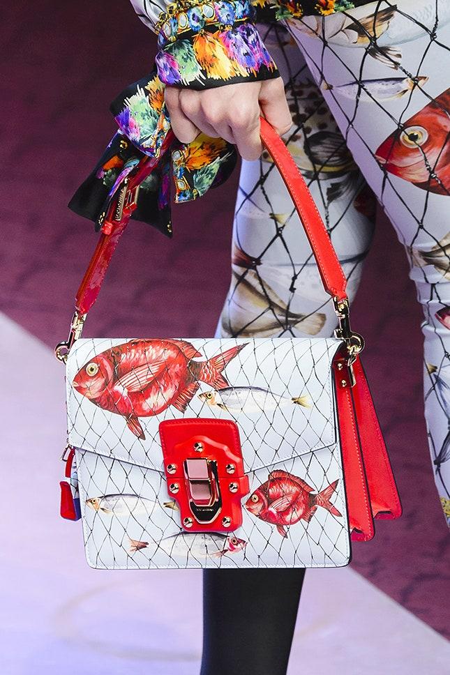 Сумочка от Dolce & Gabbana, которая повторяет основную деталь костюма
