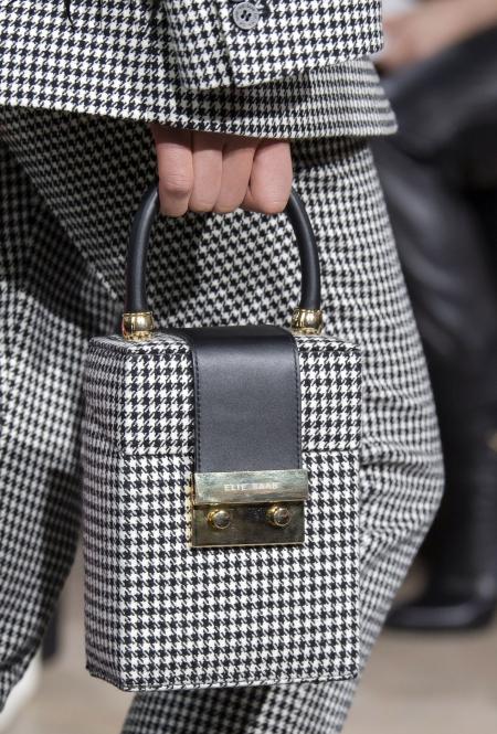 Сумочка от Elie Saab, которая повторяет основную деталь костюма