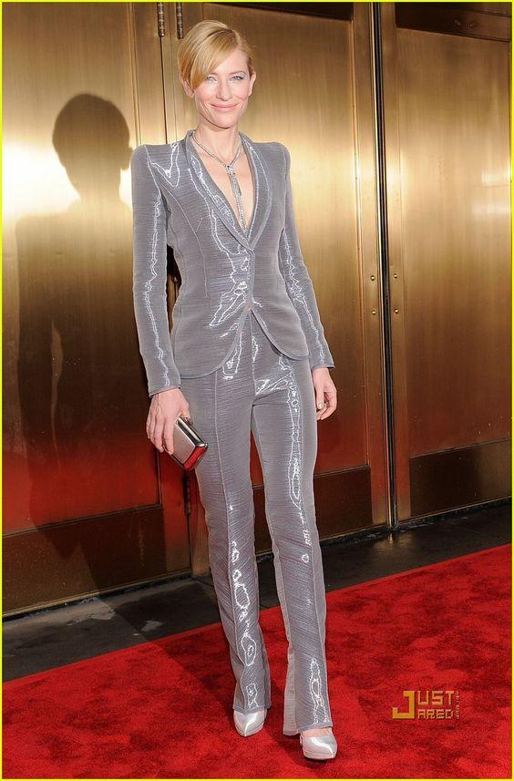 Кейт Бланшет в блестяшем смокинге