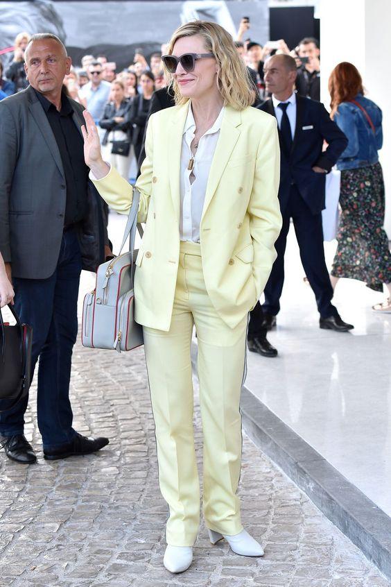 Кейт Бланшет в светло-жёлтом смокинге