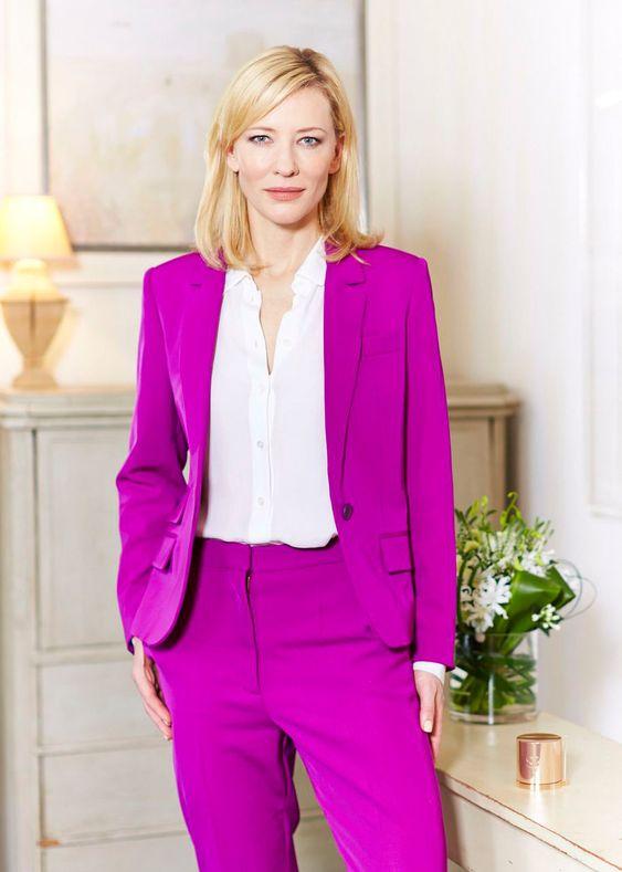 Кейт Бланшет в смокинге цвета фуксии