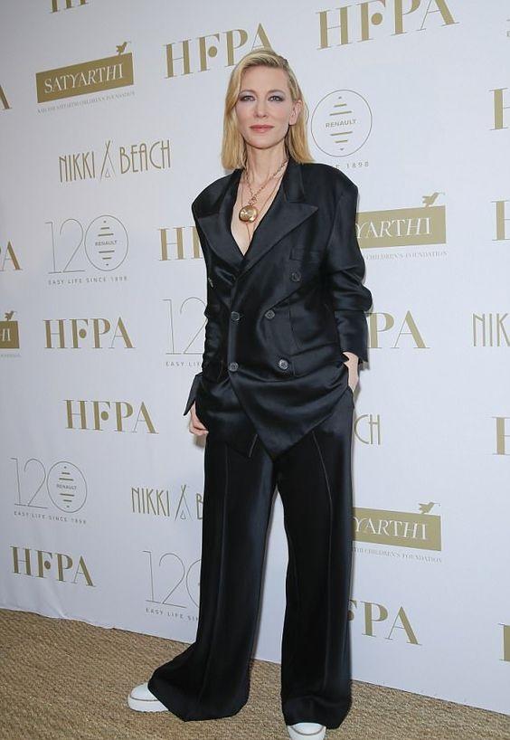 Кейт Бланшет в чёрном шёлковом смокинге в пижамном стиле