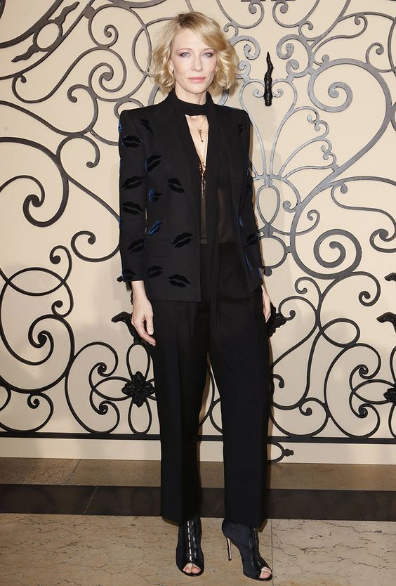 Кейт бланшет в чёрном смокинге с вышивкой - губы