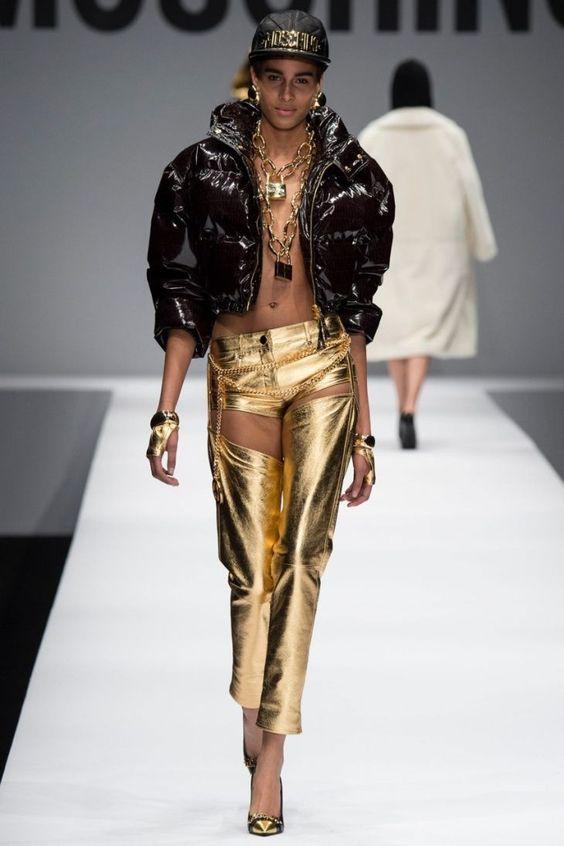 Кожаные брюки - снова в тренде. Moschino