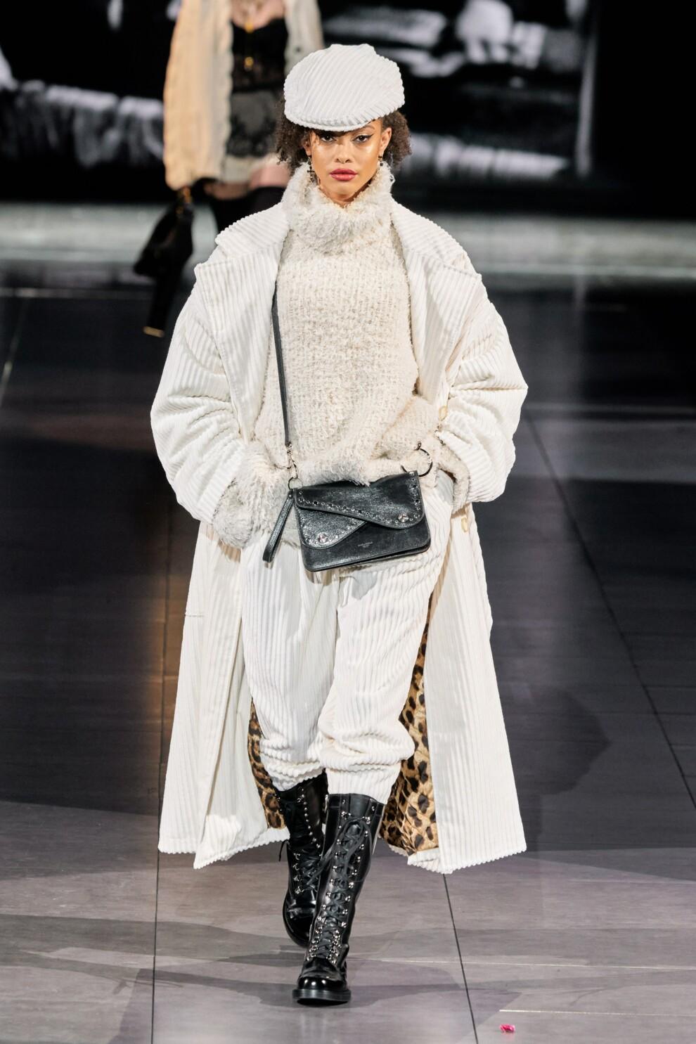 Трендовые бархатные брюки. Dolce & Gabbana