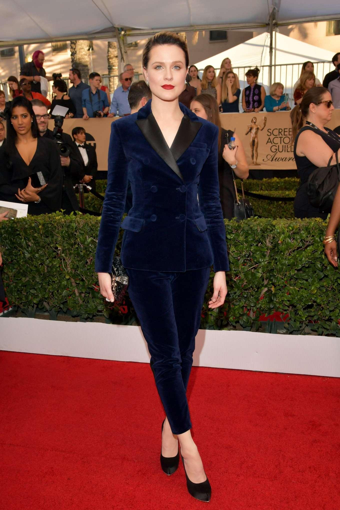 Evan Rachel Wood в трендовых бархатных брюках