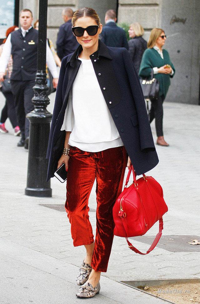 Оливия Палермо в трендовых бархатных брюках