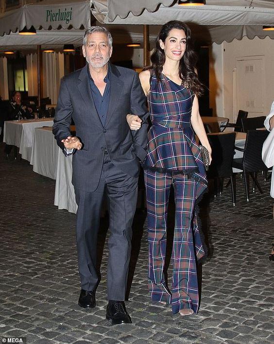 Амаль Клуни в клетчатом луке