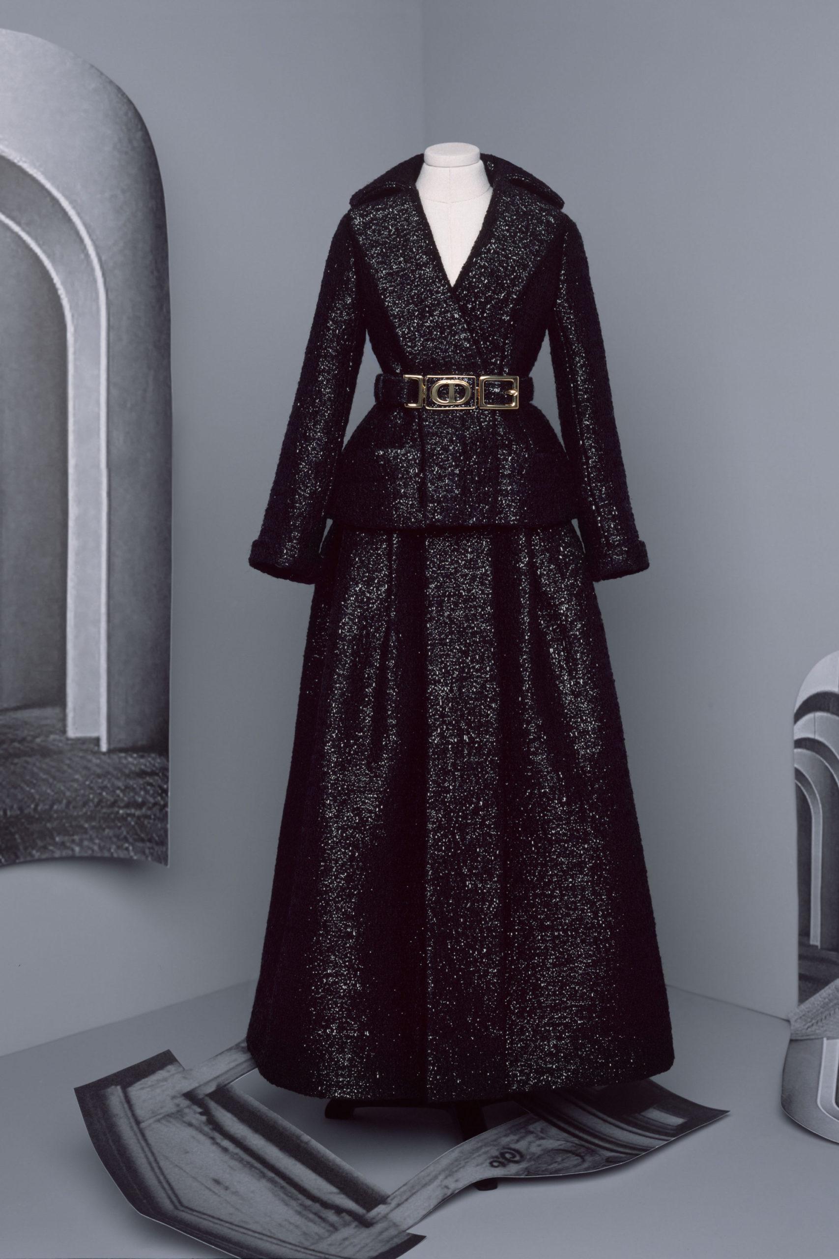 Платье с баской от Christian Dior кутюр модель 2021 года