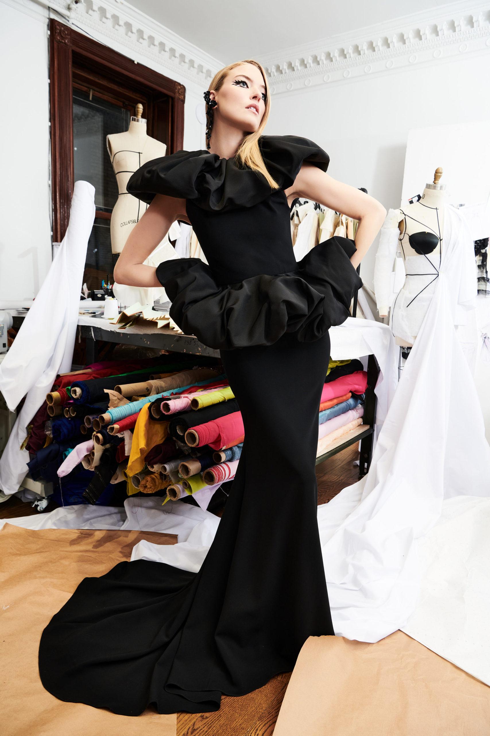 Платье с баской от Christian Siriano модель 2022 года
