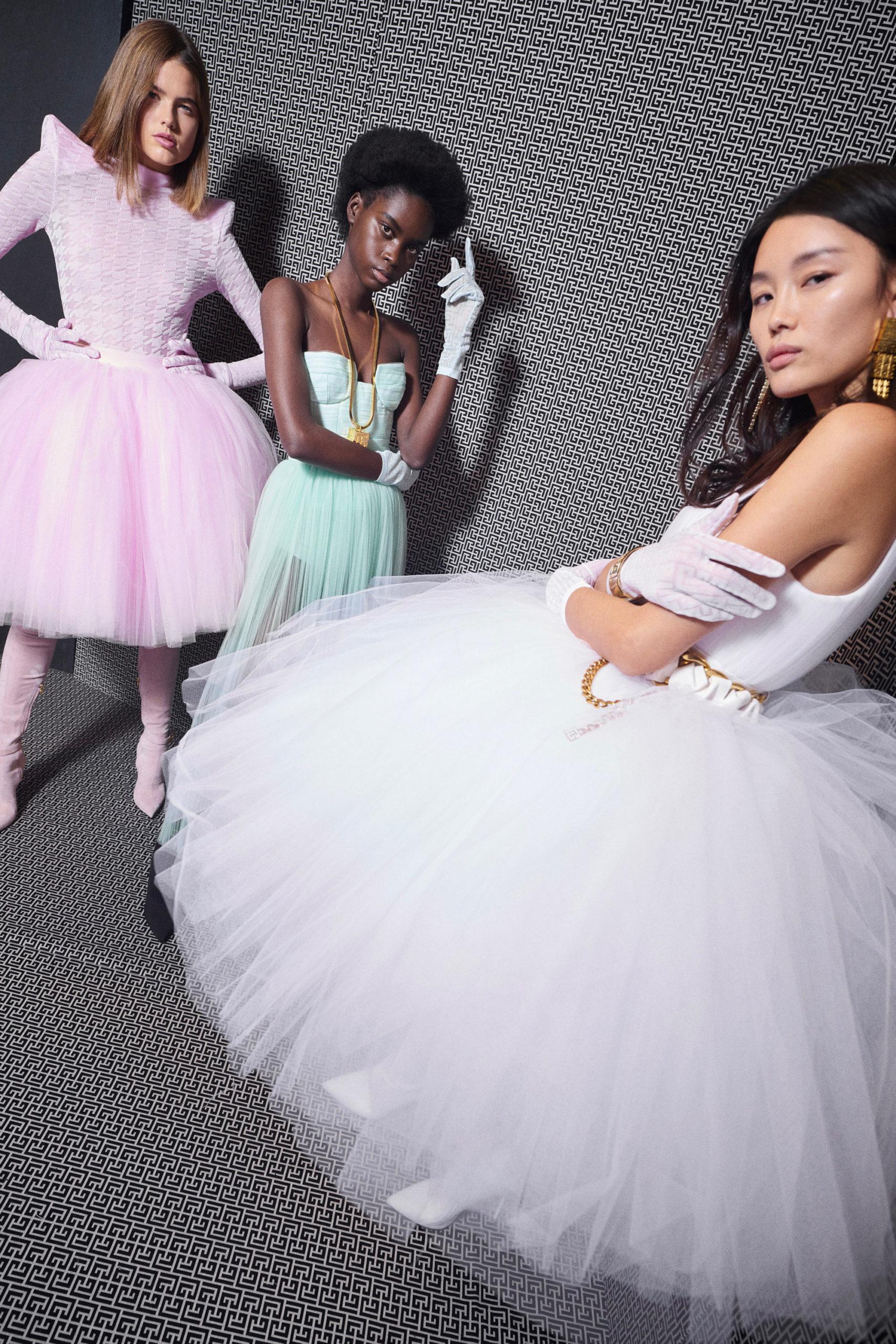 Платье с расклешённой статичной юбкой, платье выпускницы от Balmain модель 2022 года