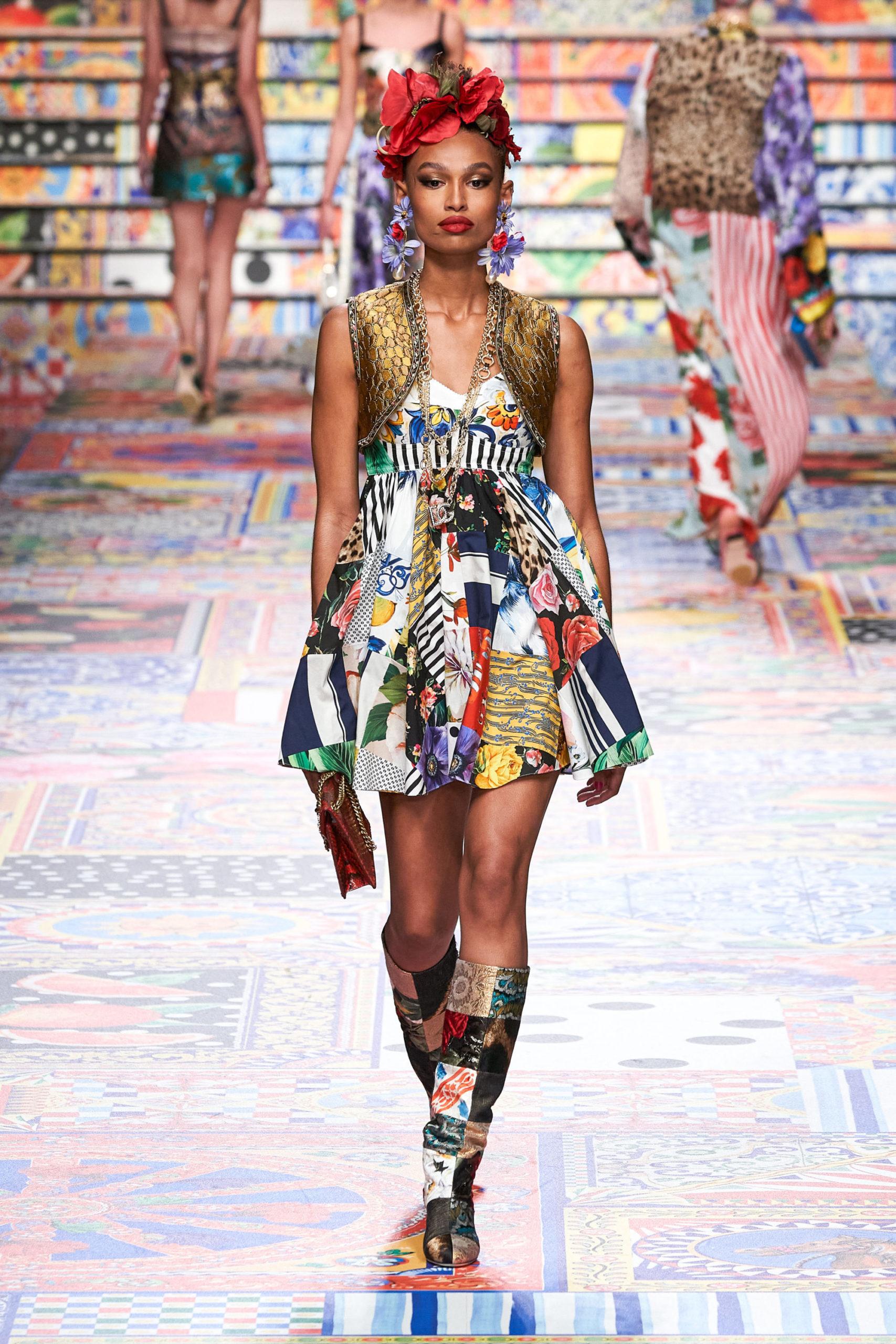 Платье с расклешённой статичной юбкой, платье выпускницы от Dolce & Gabbana модель 2021 года