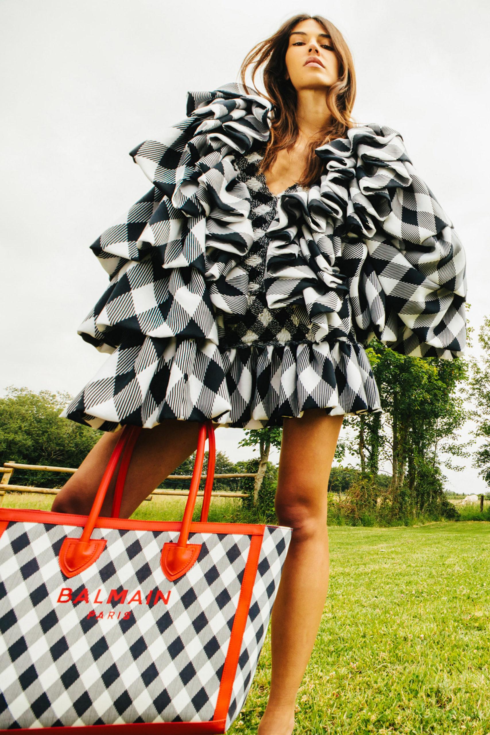Платье с расклешёнными рукавами от Balmain модель 2021 года