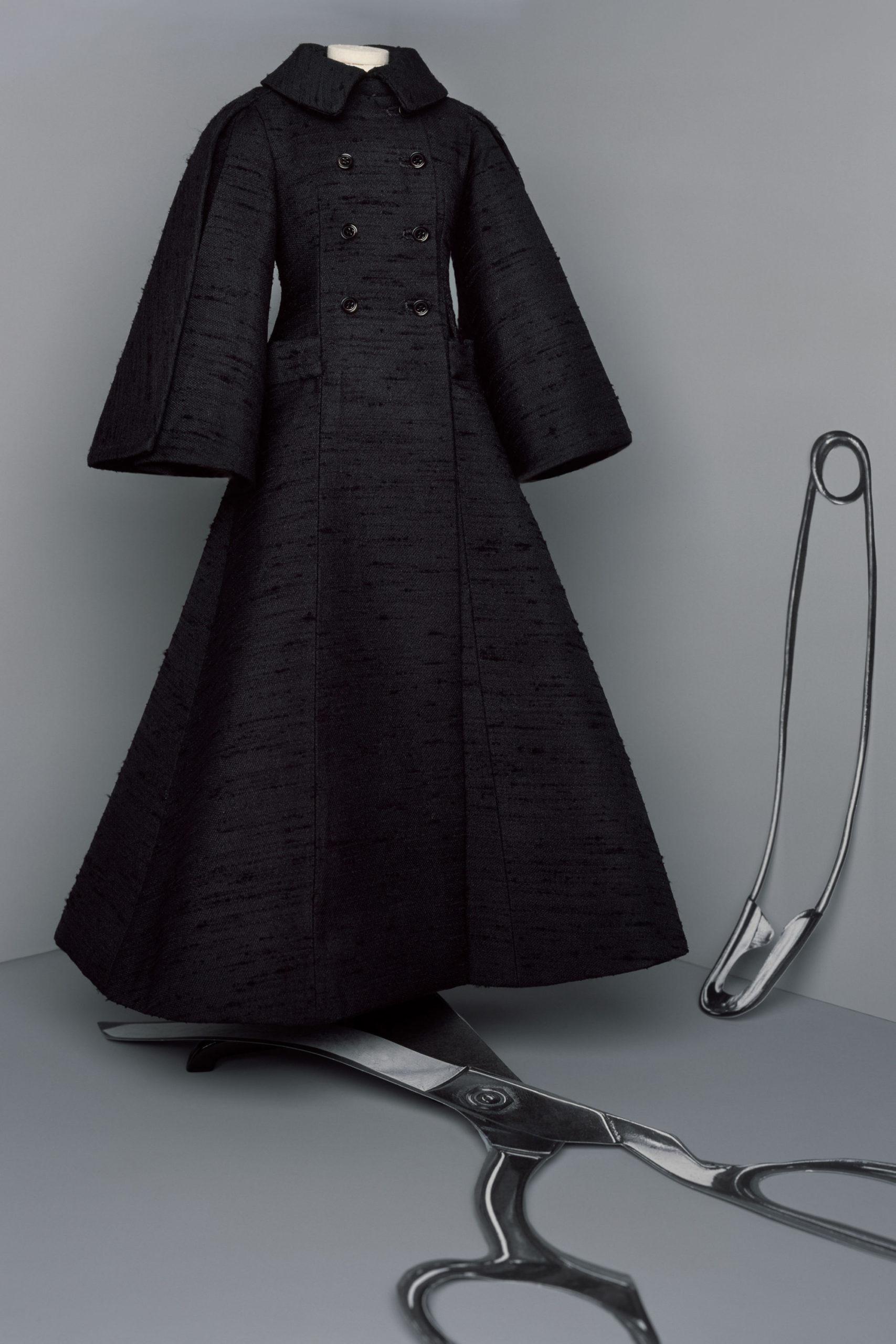 Платье с расклешёнными рукавами от Christian Dior кутюр модель 2021 года
