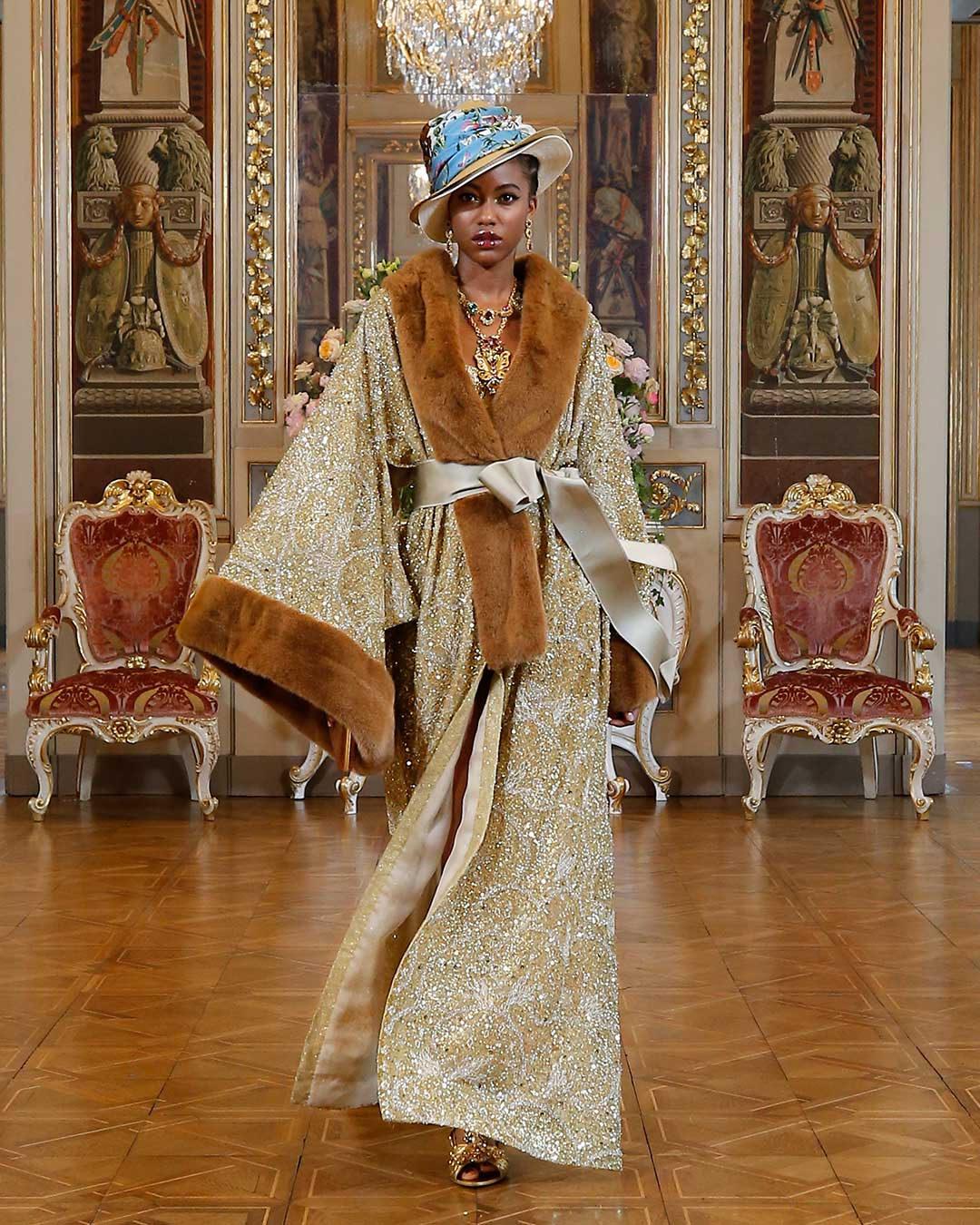 Платье с расклешёнными рукавами от Dolce & Gabbana модель 2022 года