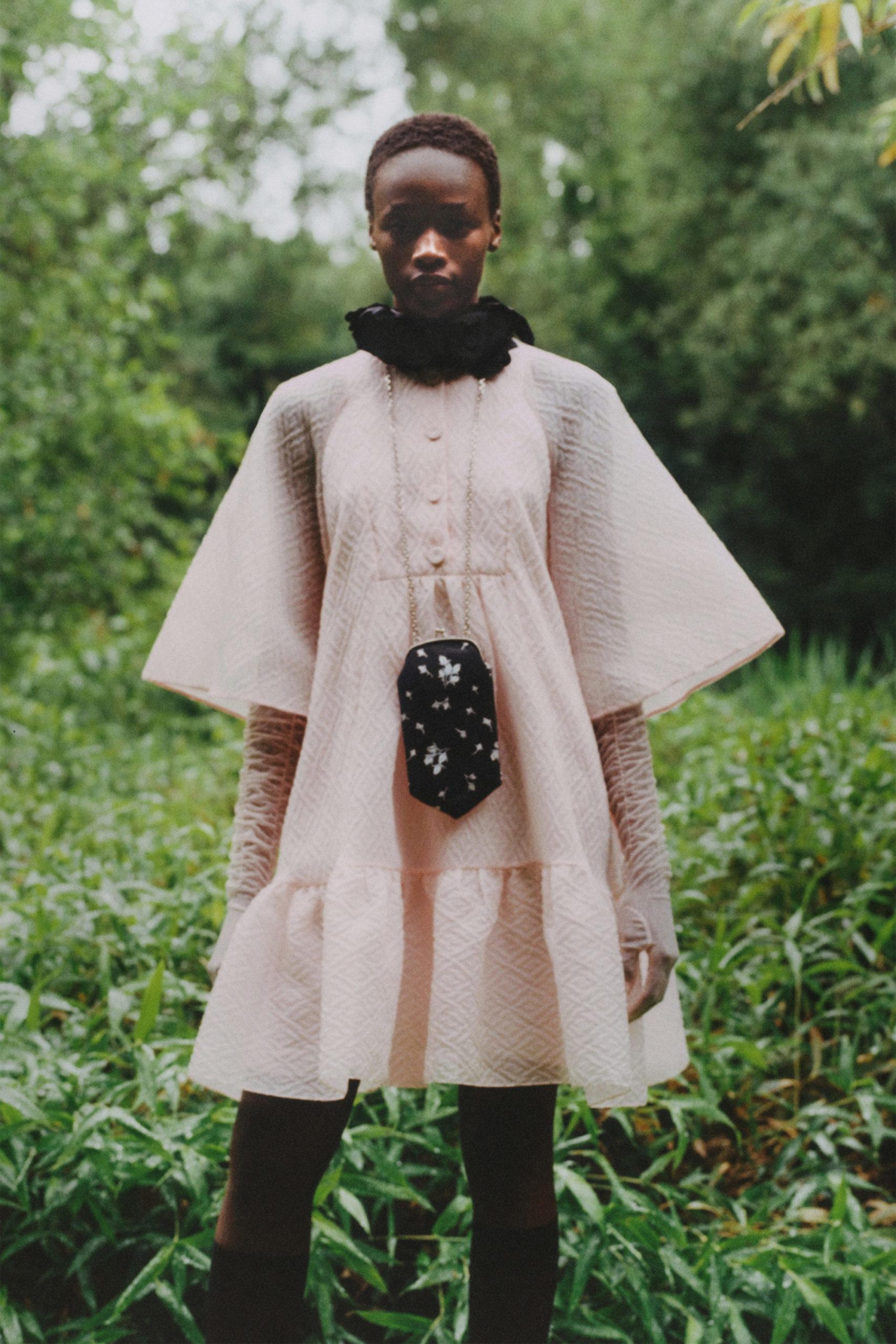 Платье с расклешёнными рукавами от Erdem модель 2021 года