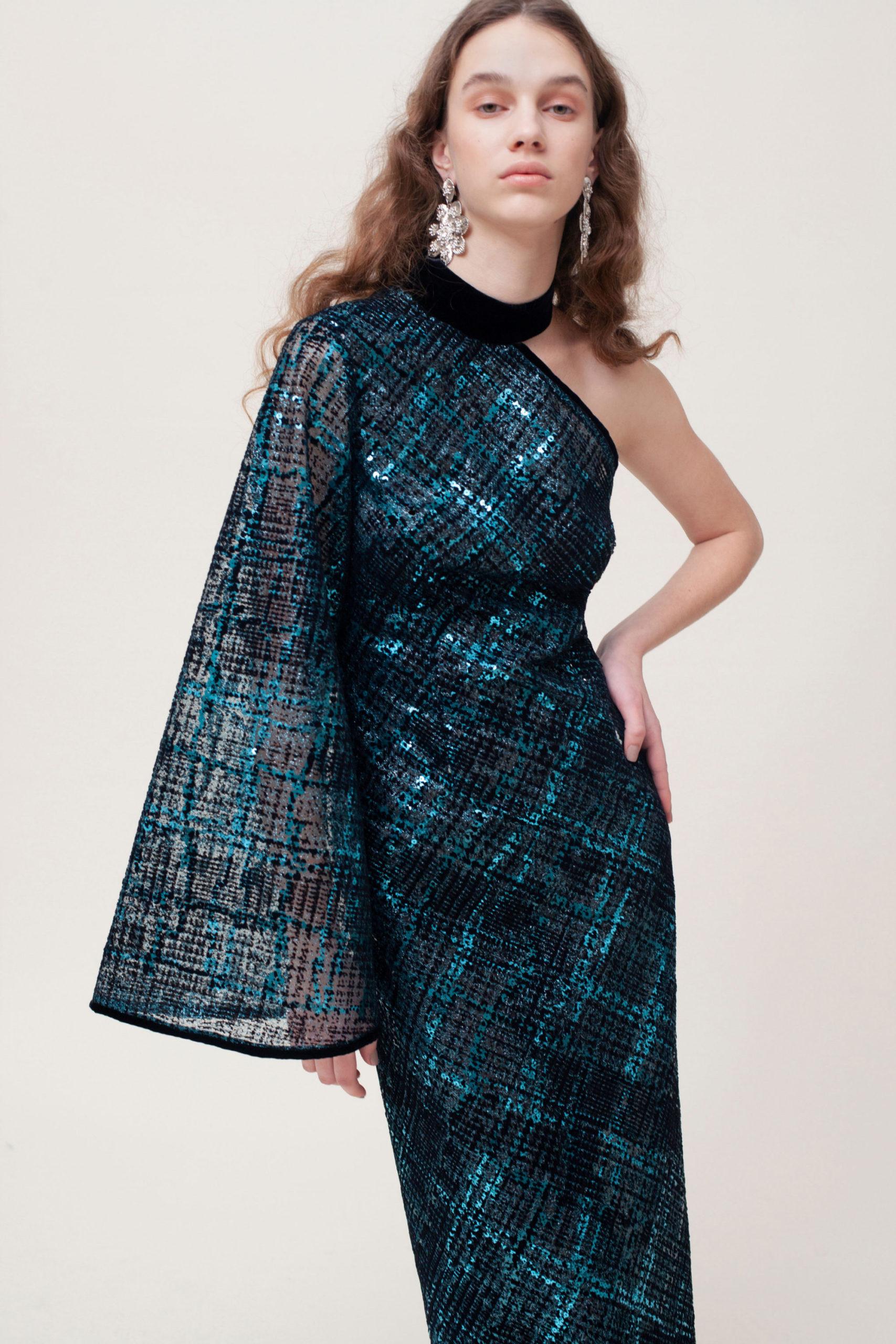 Платье с расклешёнными рукавами от Sandra Mansour модель 2021 года