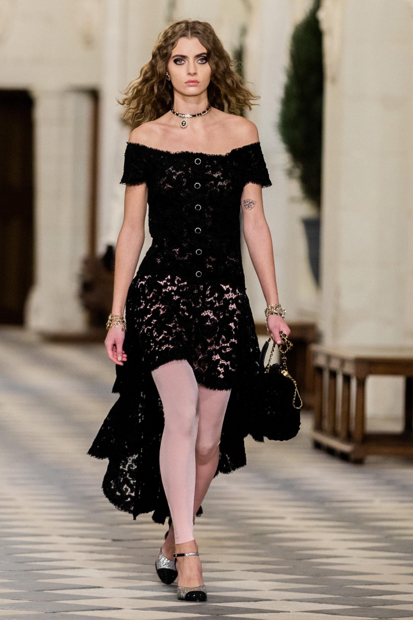Платье из гипюра модель 2022 года