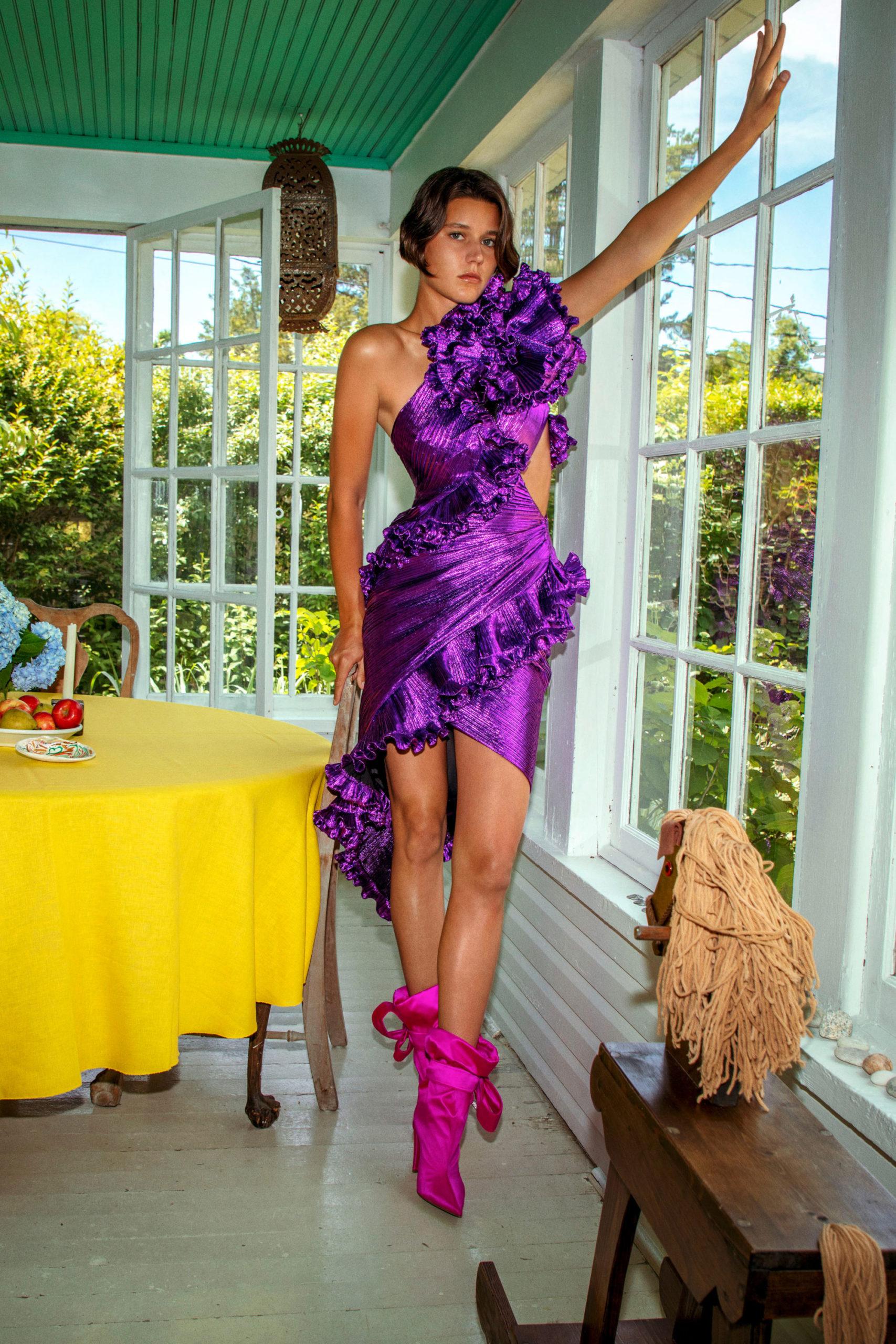 Платье с вырезом от Alexandre Vauthier модель 2021 года