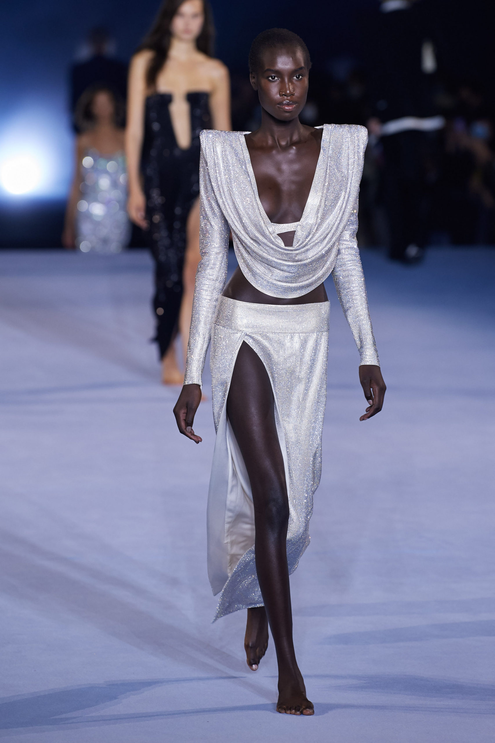 Платье с вырезом от Balmain модель 2021 года