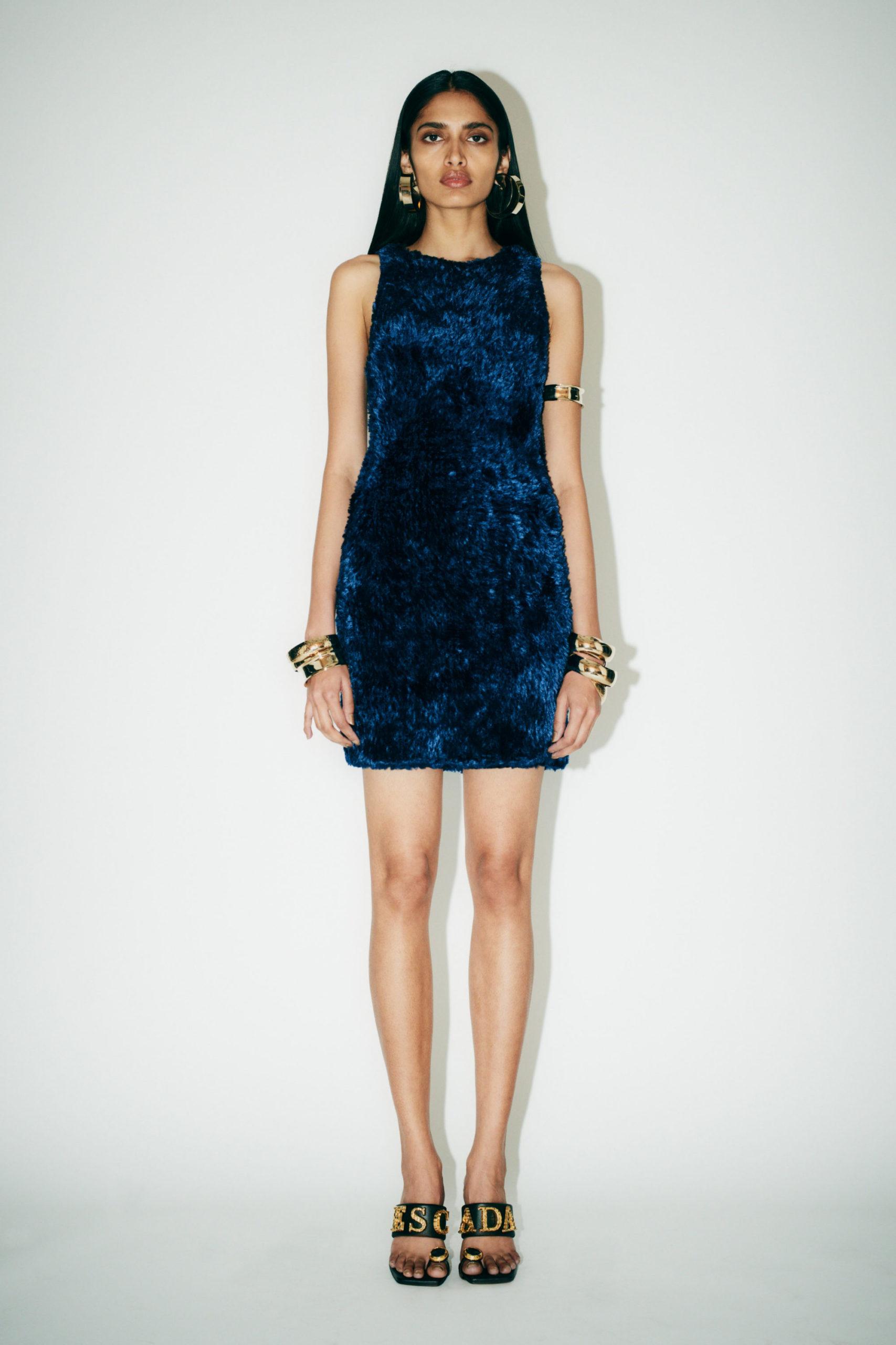 Узкое платье от Escada