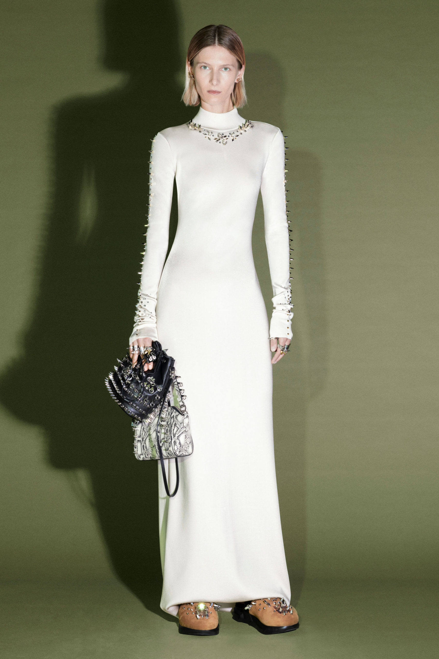 Узкое платье от Givenchy модель 2022 года