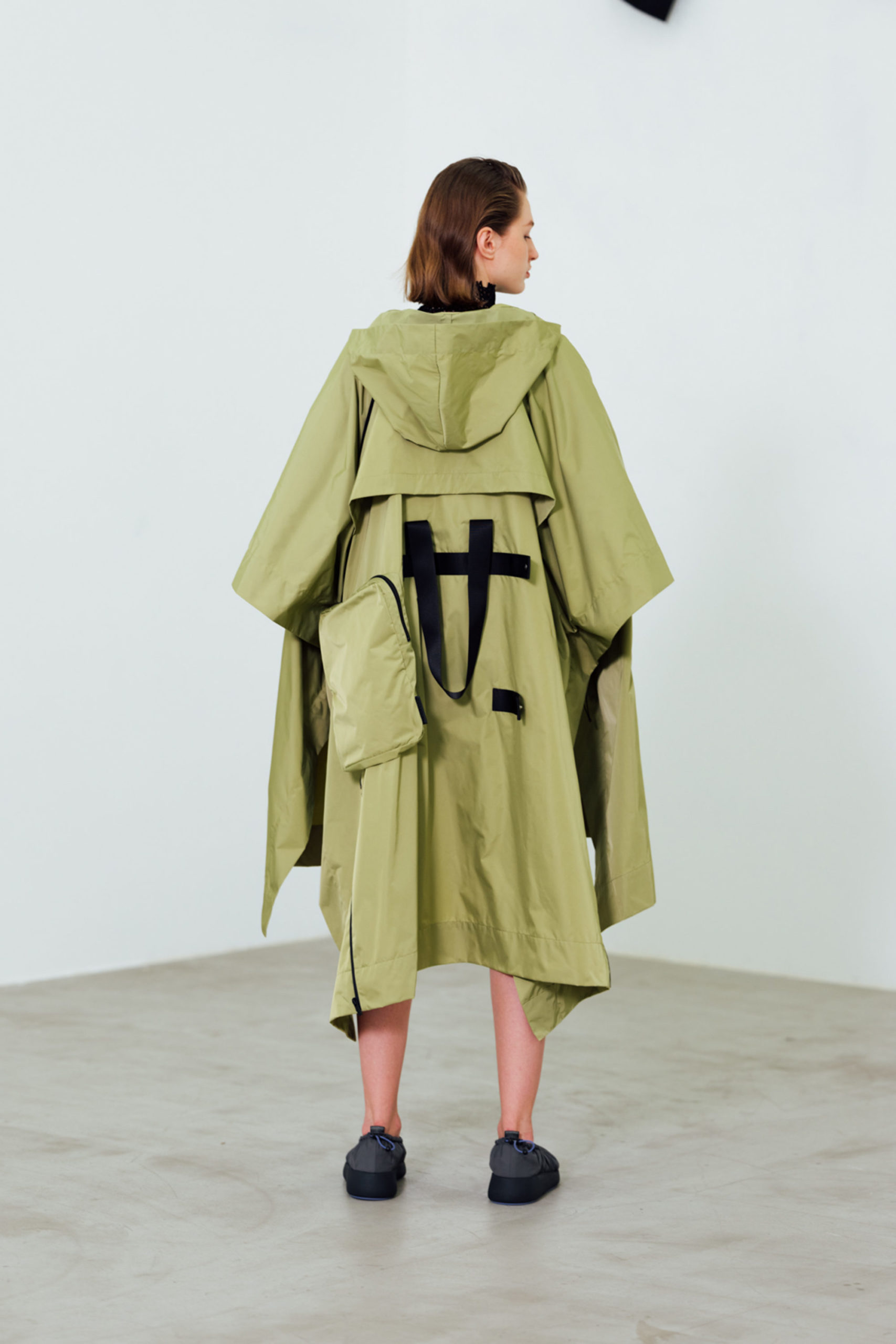 Ментоловый образ от Issey Miyake Ready To Wear весна-лето 2021