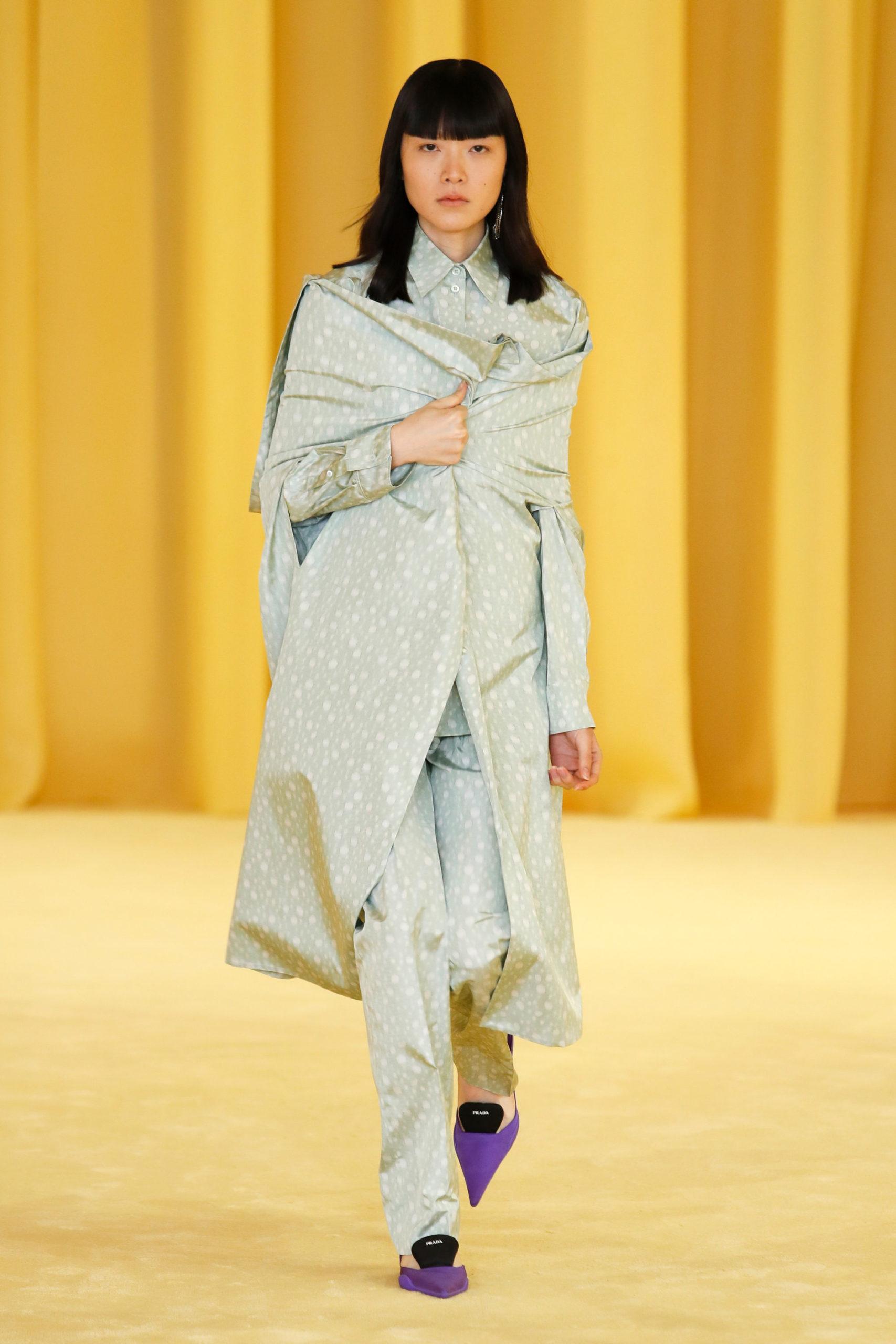 Ментоловый образ от Prada Ready To Wear весна-лето 2021