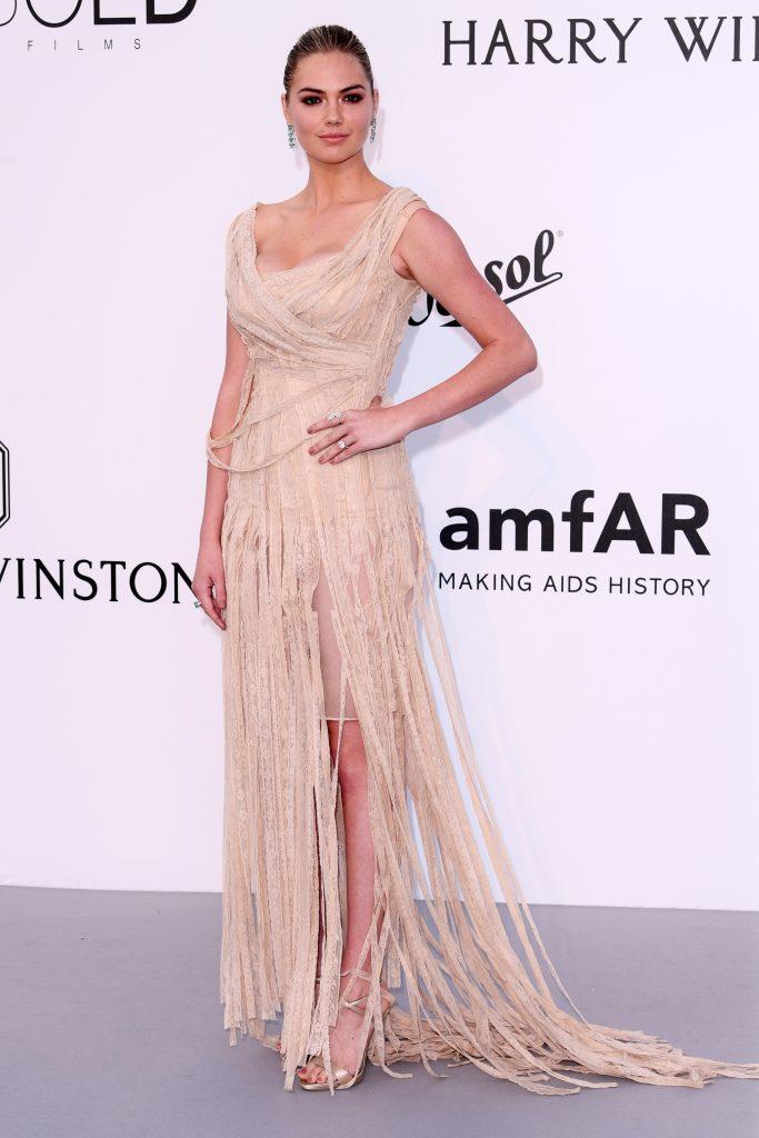 Кейт Аптон (Kate Upton) в платье с бахромой