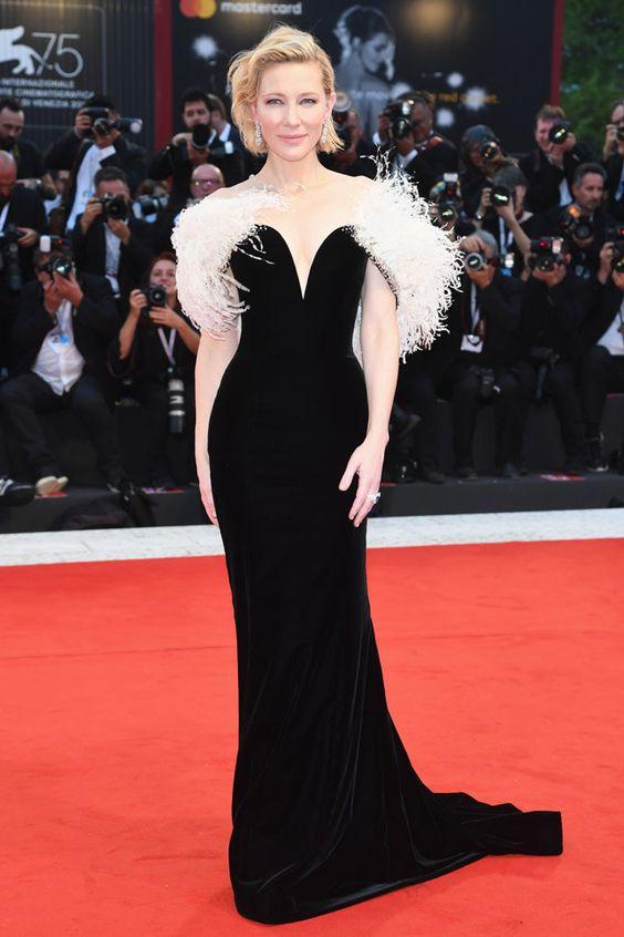 Кейт Бланшетт (Cate Blanchett) в платье с бахромой от Armani Privé