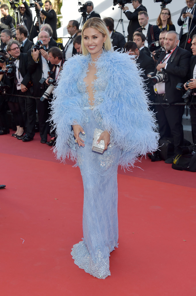 Виктория Боня в платье с бахромой